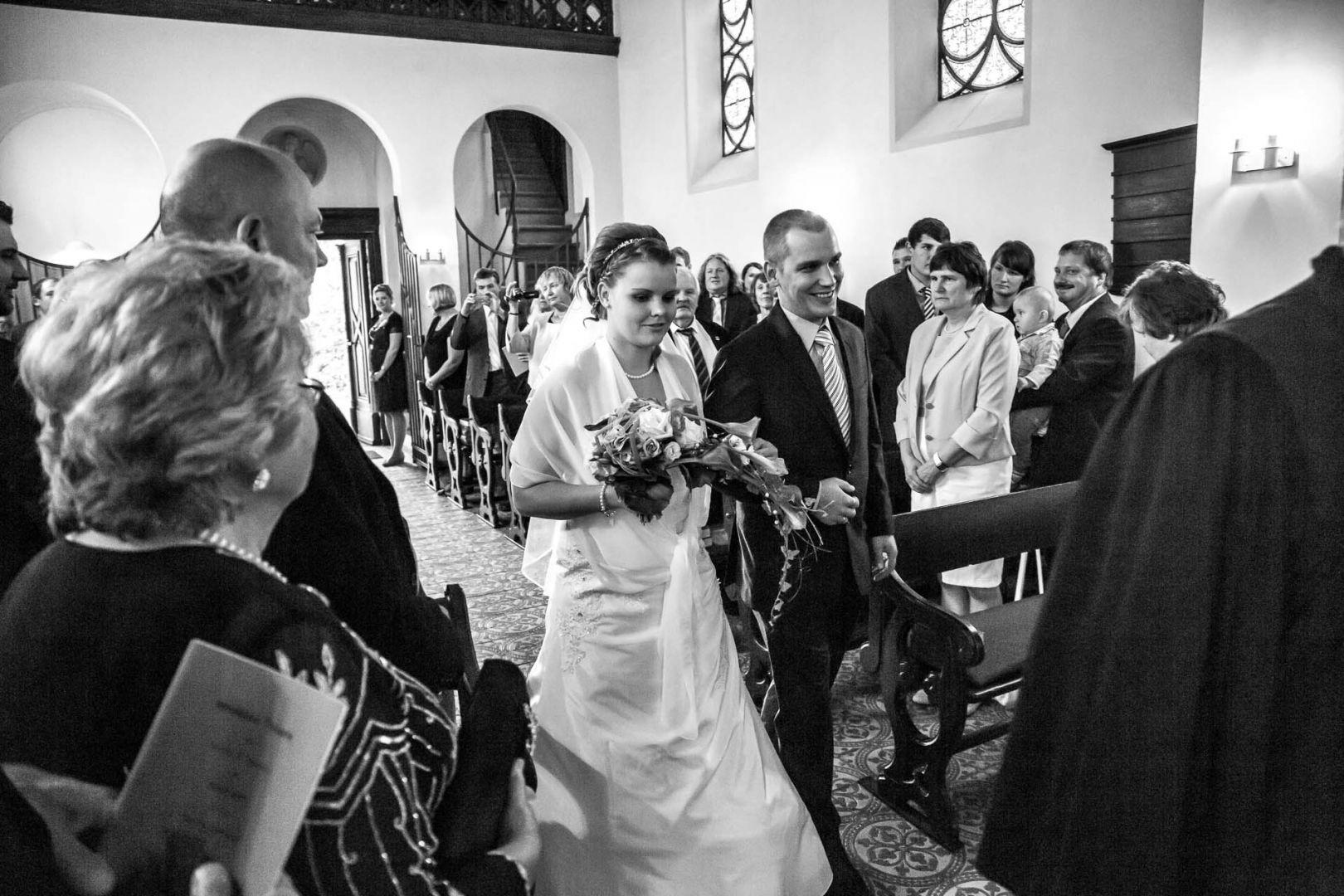 Einmarsch in die Kapelle - Hochzeit in Spohienhof bei Preetz von Kerstin und Sebastian aus Hamburg