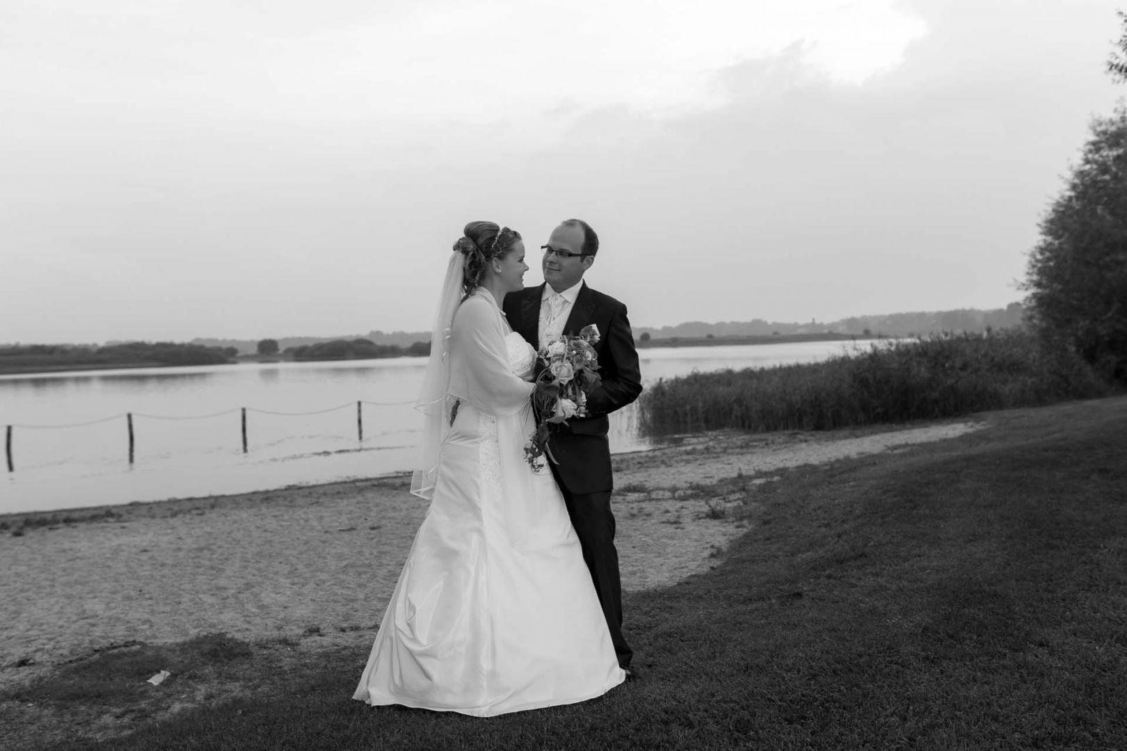 Das Brautpaar in Preetz am See - Hochzeit in Spohienhof bei Preetz von Kerstin und Sebastian aus Hamburg
